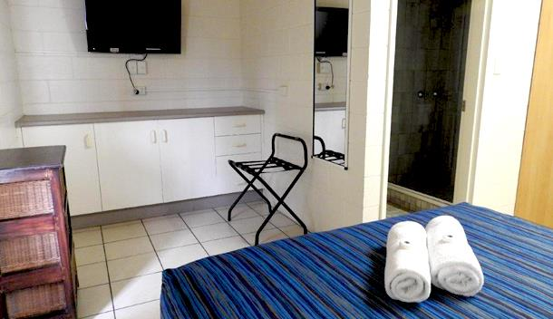 Self Contained Unit – 2 Bedrooms, 2 Bathrooms