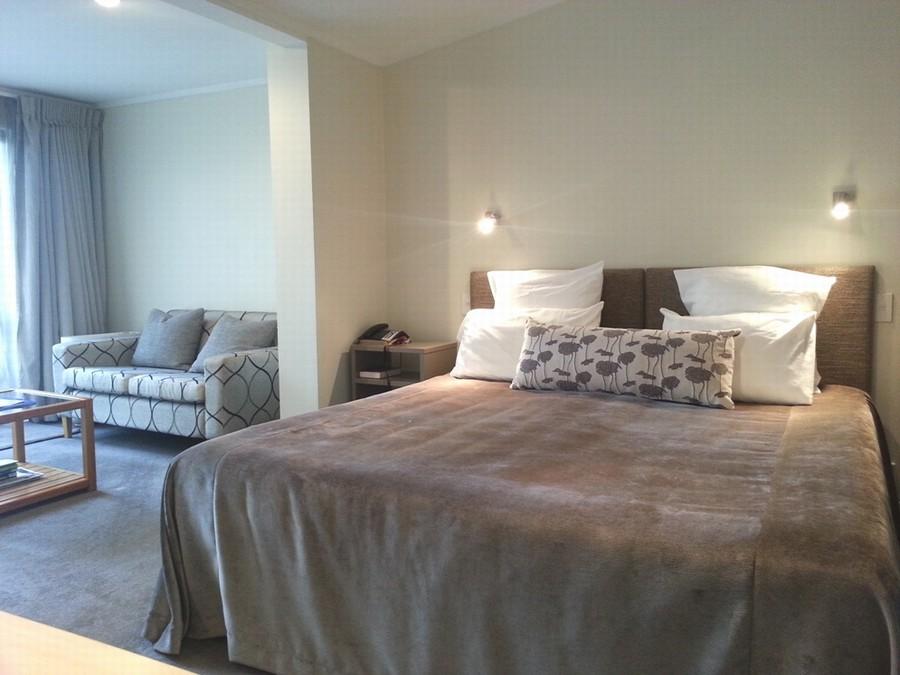 Super King Bed room/ lounge