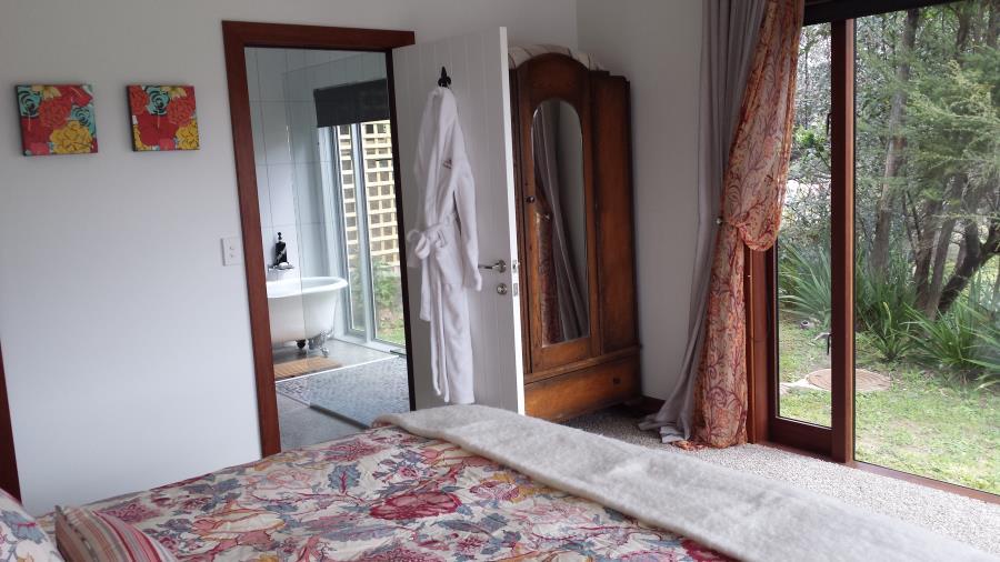 Estuary Suite Room to Bathroom