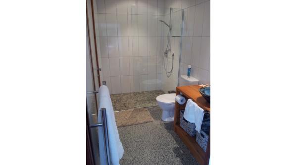 Paku Suite Bathroom