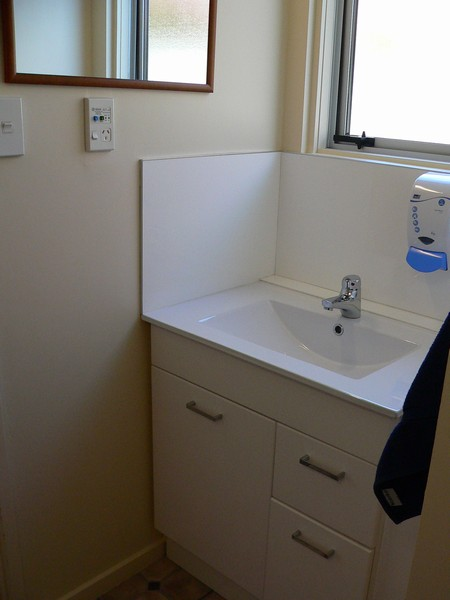 Large Studio - bathroom
