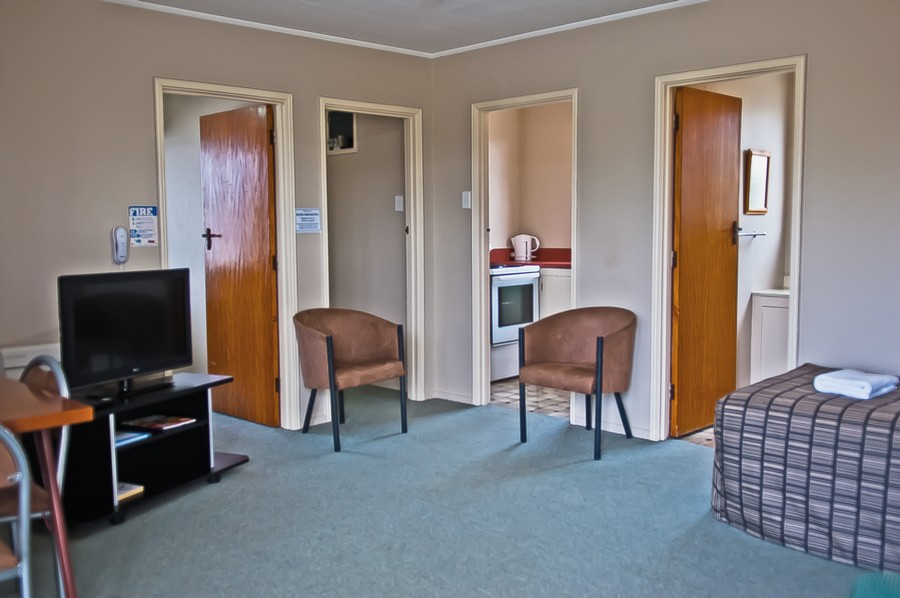Lounge - Unit 8