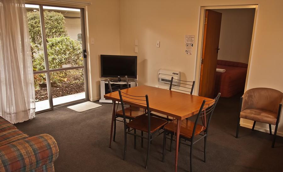 Lounge - Unit 12