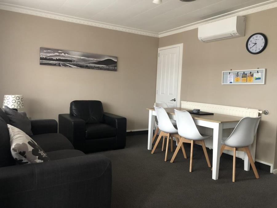 Lounge / Dining