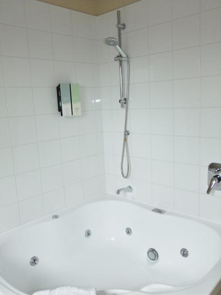 One Bedroom Spa Bath Apartment