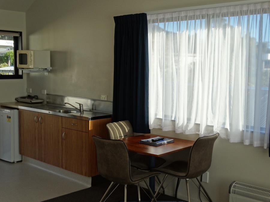 king studio kitchenette