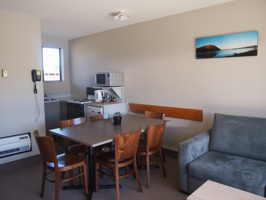 kitchen, lounge