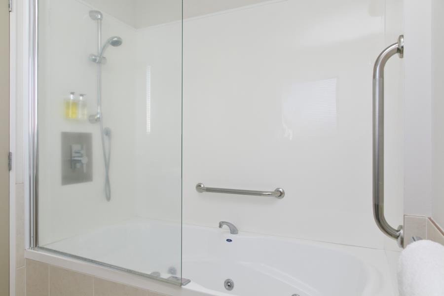 Oval Spa Bathroom