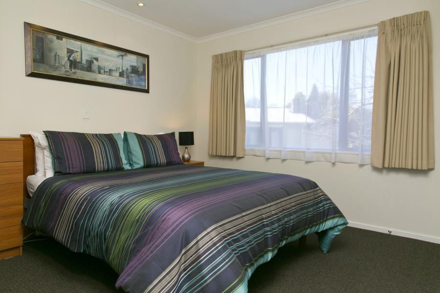 Seperate Queen bedroom