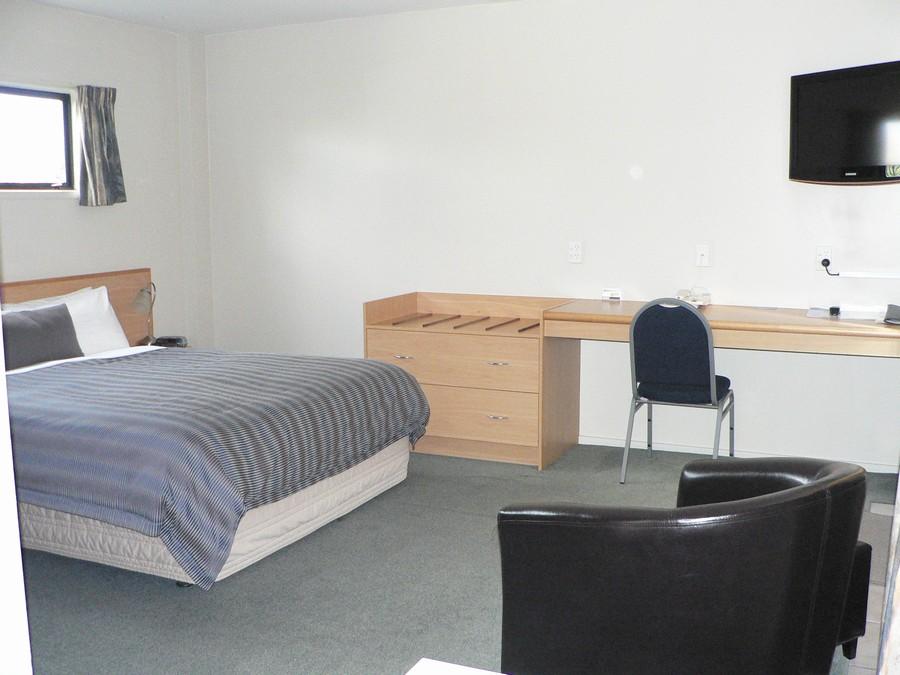 """Queen bed, desk, 32""""TV"""