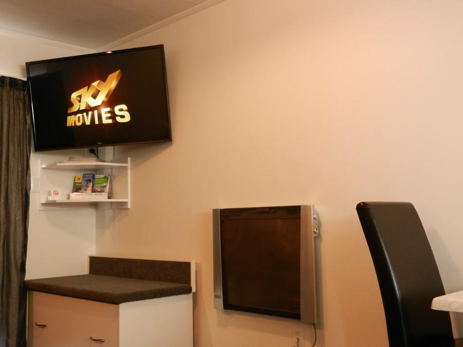 """NEW 47"""" LED TV"""