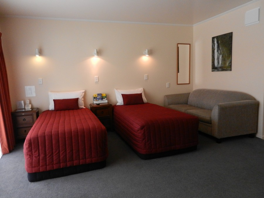 2 x Single Beds in Lounge
