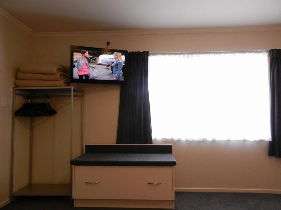 """32"""" LCD TV in Bedroom"""