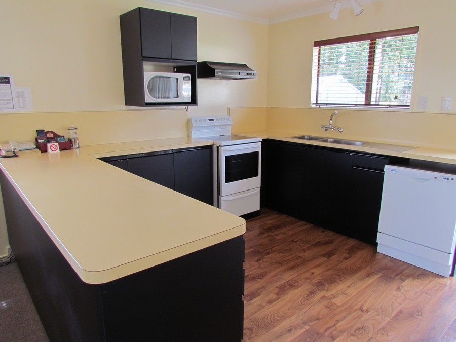 Full Kitchen + Laundry Facilities
