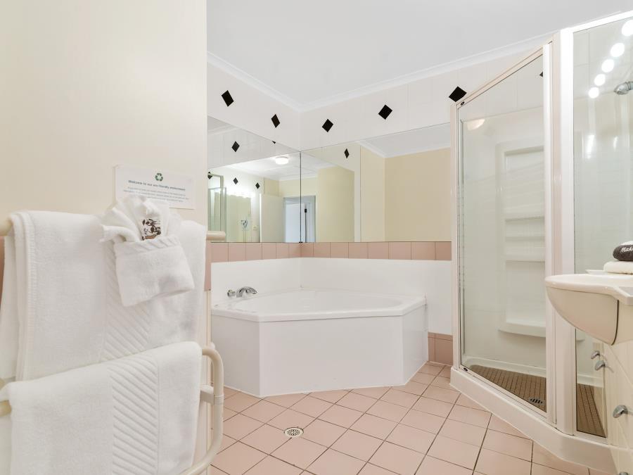 Alleyway One Bedroom with Bath