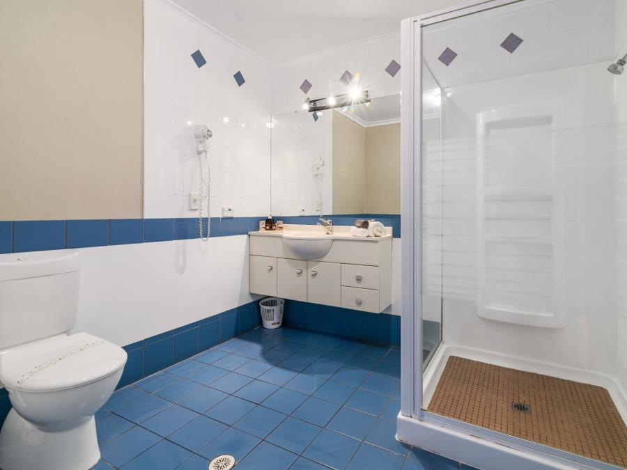 Alleyway One Bedroom with Shower